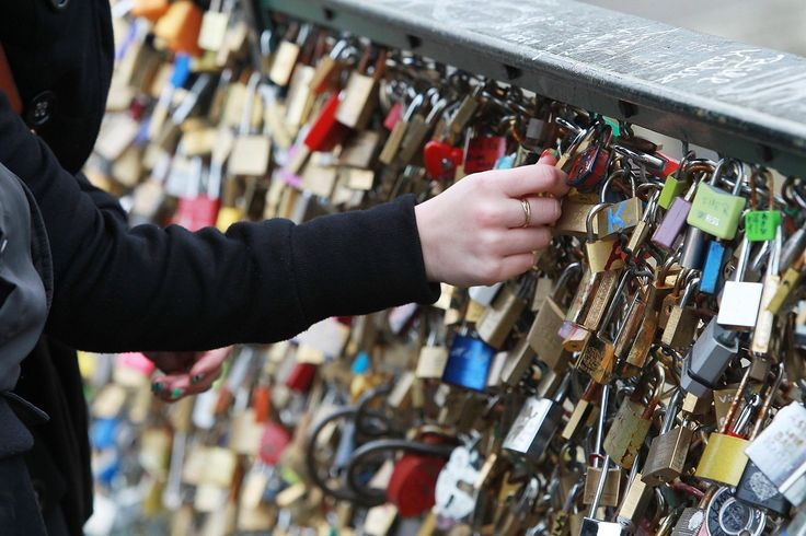 Pont Des Arts' Love Padlocks: A Look At The Most Romantic Spot In Paris (PHOTOS)