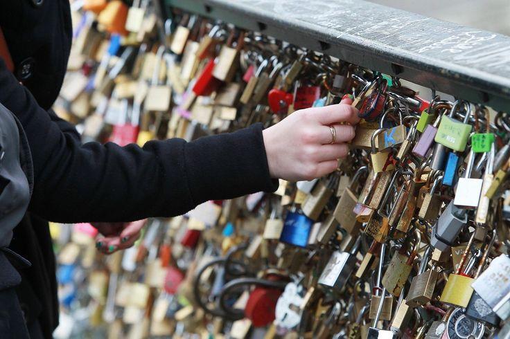 Pont Des Arts' Love Padlocks: A Look At The Most Romantic Spot In Paris (PHOTOS)