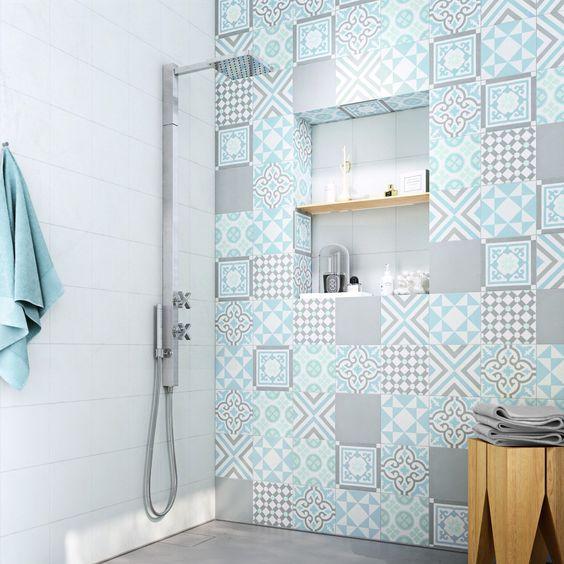 17 meilleures id es propos de salles de bains gris bleu for Carreau bleu mur salle de bain marseille