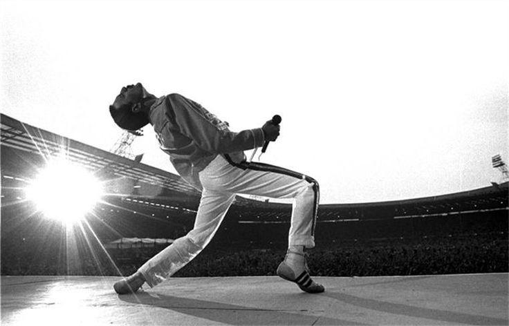 freddie mercury, wembley stadium, england, photo by neal preston