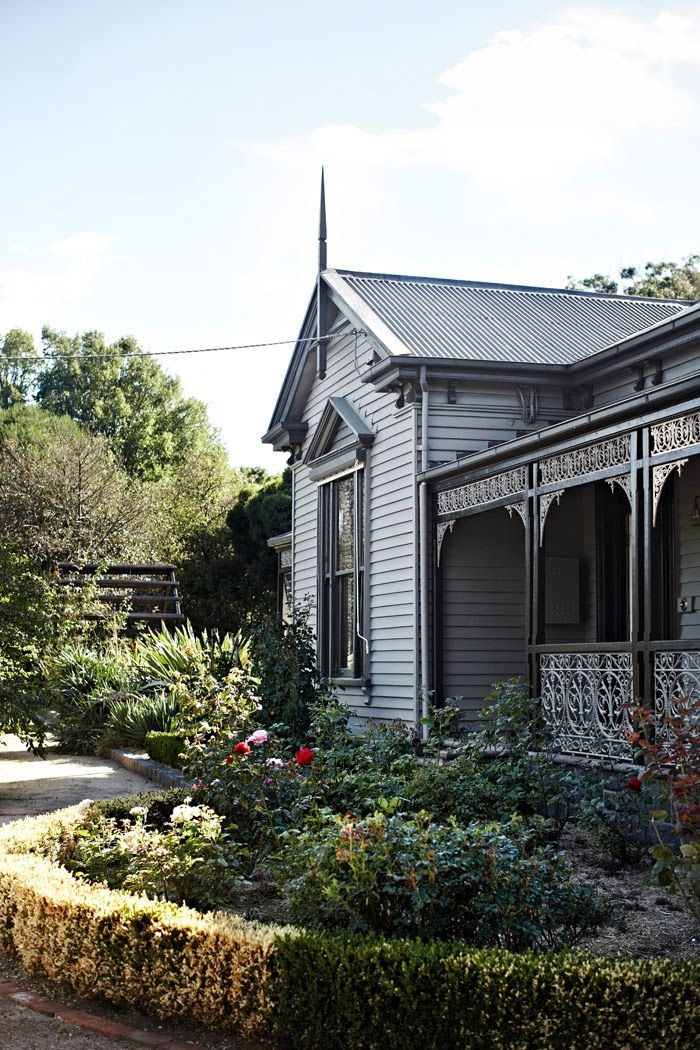 I lived in Bendigo AU and this house reminds me of the home I lived in. Love this!!