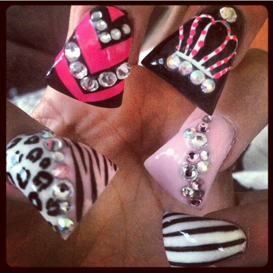 ♥crazy nails but I like the crown