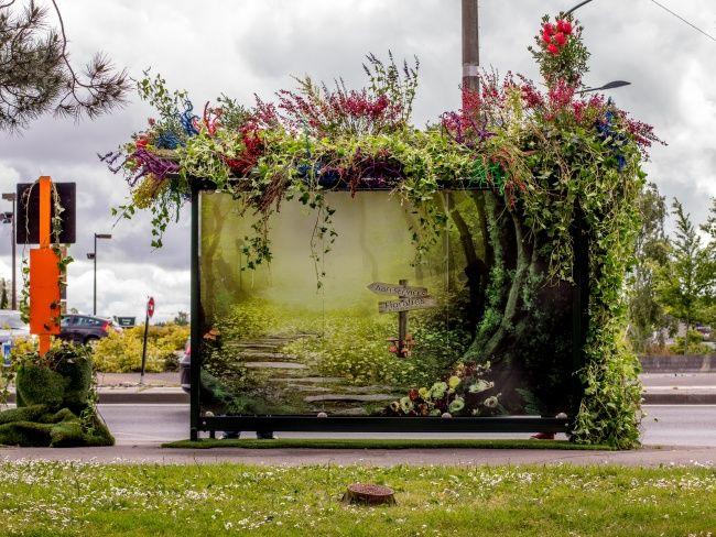 Attendre son bus dans la verdure #Nantes #Floralies