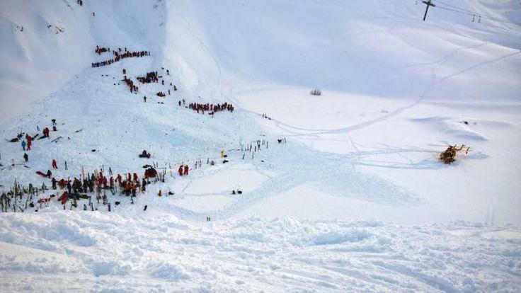 Les secours sur les lieux de l'avalanche vers 17 h 30. Photo Sébastien IZZILO/Le Dauphiné Libéré