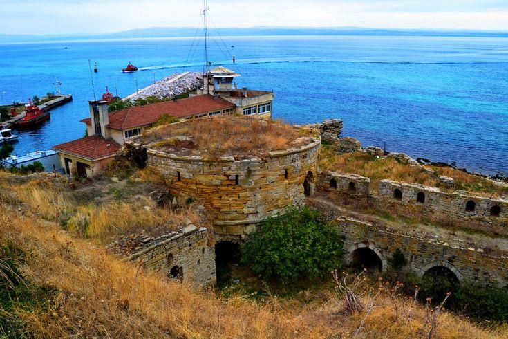 Seddülbahir kalesi doğu kulesi ve liman.. Seddülbahir fotoğrafları / Seddülbahir Fortress and harbour.. Seddülbahir photos