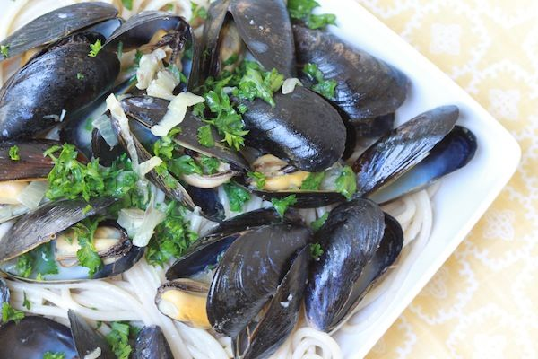 Pasta With Garlic MusselsSteam Muscle, Perfect Bites, Garlic Mussels, Food And Drink, Galic Mussels, Camille Style, Cleaning Eating, Style Substitute, Butter Substitute