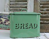 English /Vintage / Vintage Kitchen / retro / Bread Bin / Vintage Decor / Kitchen Decor / Storage Bin / Country Kitchen / Kitchen Storage