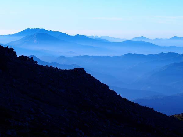 早朝の陰影 北海道 トムラウシ山より