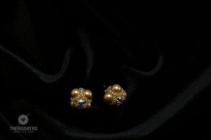 The Big Day | #1-0035 Cercei Swarovski Vintage Pearls http://thebigday.ro/ #Swarovski #swarovskijewelry #jewelry #handmadejewelry #wedding #mireasa #bijuterii #cristale #bijuteriimireasa #nunta