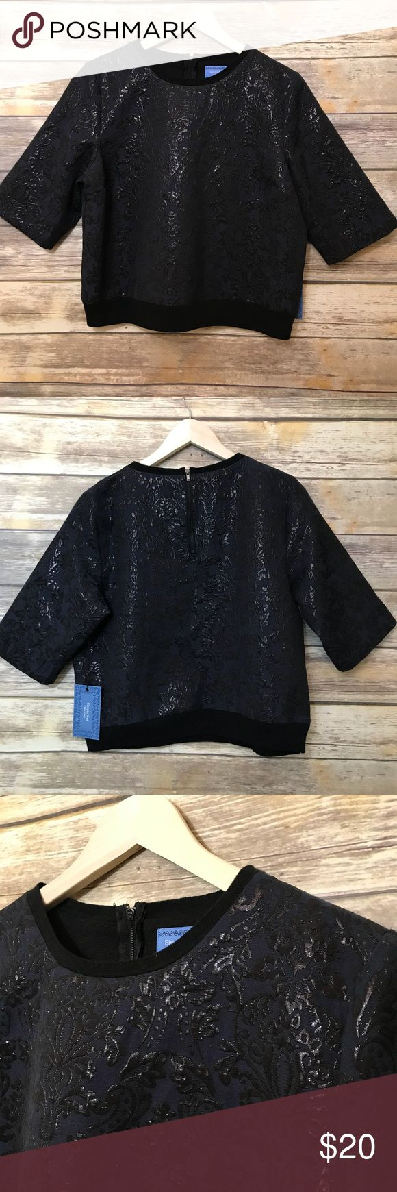 Simply Vera Wang Navy Blue with Metallic Design NWT Beautiful Top would look great with dark wash skinny jeans and leather booties Measurements Bust-42 Length-22 Simply Vera Vera Wang Tops