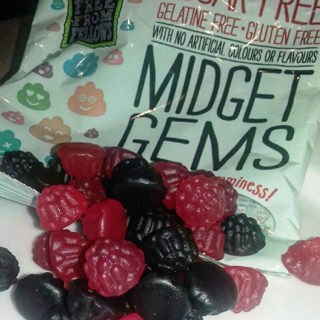 NEW POST: @freefromfellows Midget Gems (sweetswithout.co.uk / @sweetswithout ) - sugar, gluten AND gelatine free sweets that actually taste good!! Full review online, link in bio #freefrom #sugarfree #glutenfree #sweets #candy #food #review