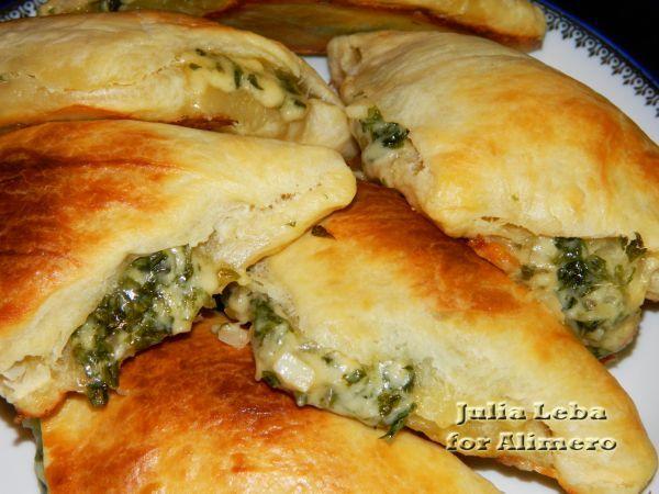 Слоеные пирожки с сыром и зеленью по-восточному / Рецепты с фото