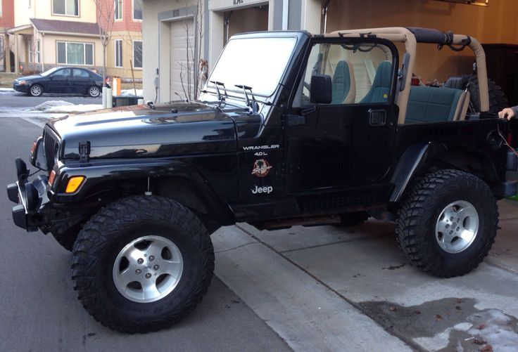 "2000 Jeep Wrangler Sahara 3"" lift & 33x12.5 MTR's"
