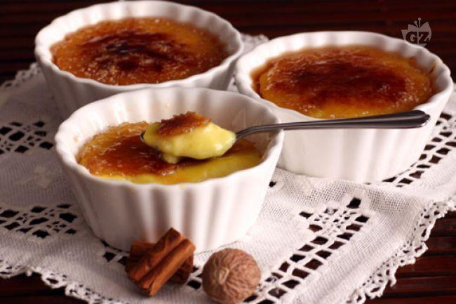 La crema catalana, come si può intuire dal nome, è un dolce tipico della tradizione spagnola e più precisamente della regione della Catalogna.