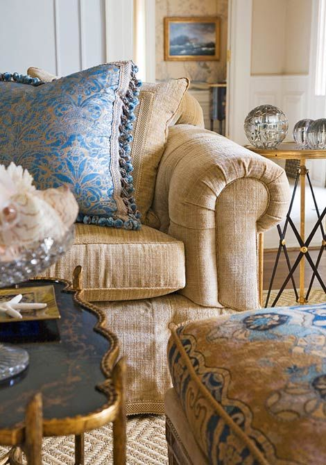 Joseph Minton via Traditional Home. Gorgeous!