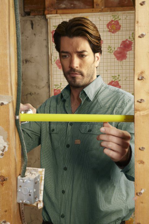 Pictures photos of jonathan silver scott tall dark and for How tall are the property brothers
