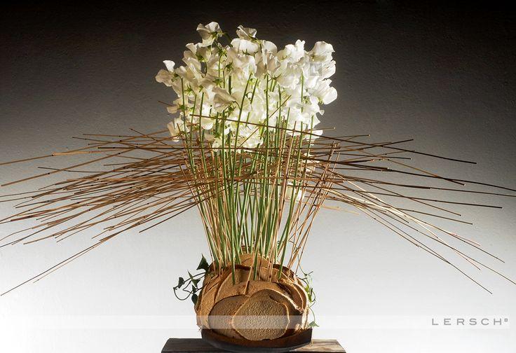 Arrangement with white flowers and straws ~ Gregor Lersch Designs