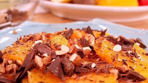 apelsinsallad med nötter och choklad