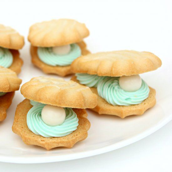 See how to make these easy Oyster & Pearl Cookies- the perfect addition to your nautical themed soiree!