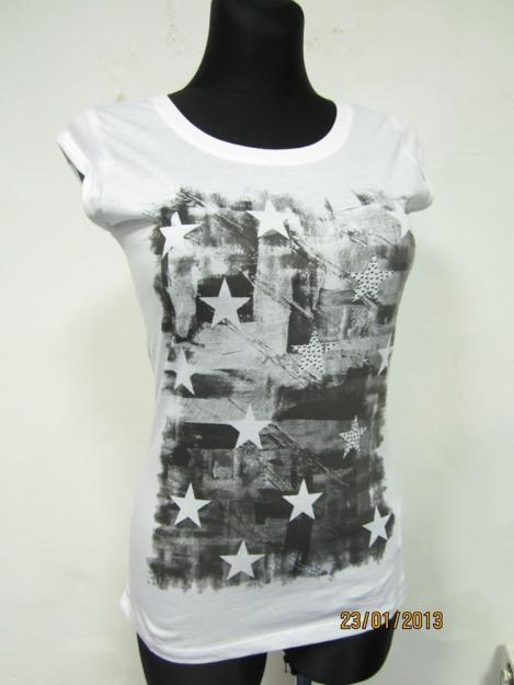 Черная футболка с цветами на принте Terranova