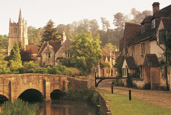 Picture of a village in Cotswold, England.