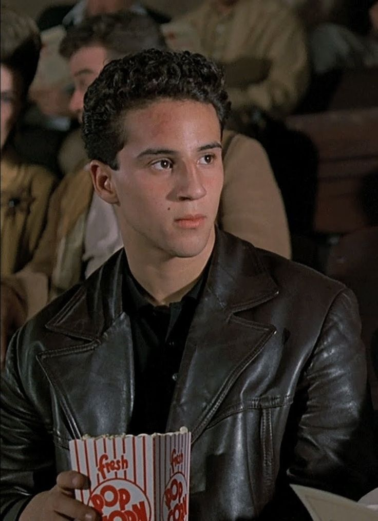 A Bronx Tale - 17 year old Calogero confused about rights and wrongs #GangsterMovie #GangsterFlick