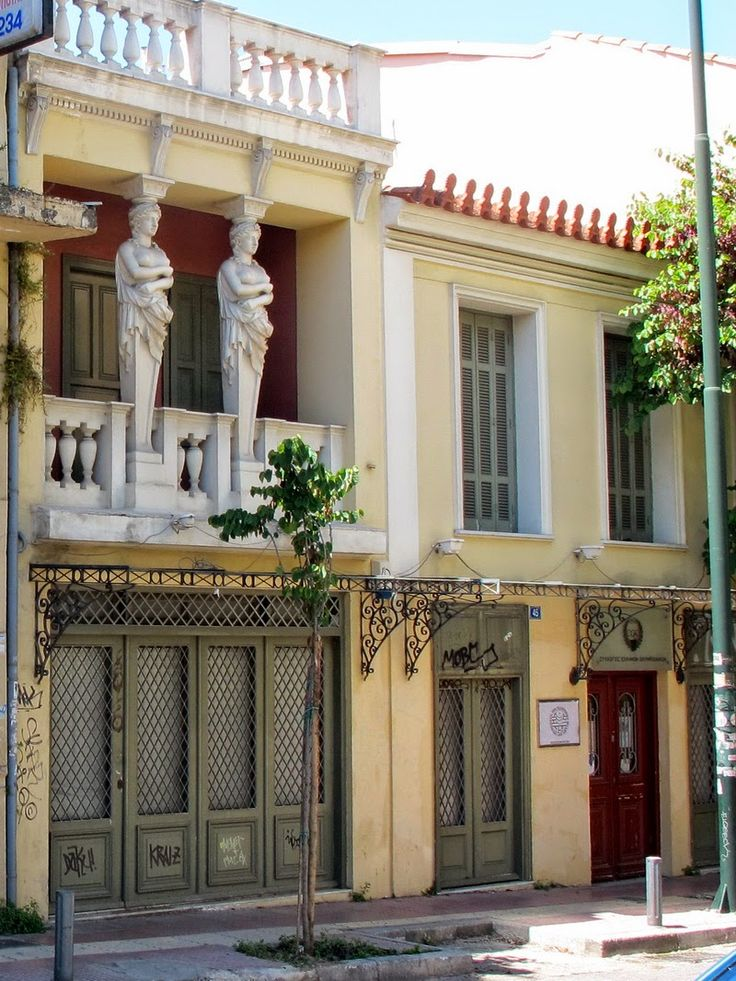 Athens-Greece. Το σπίτι με τις Καρυάτιδες στην οδό Ασωμάτων που μάγεψε τον Ανρί Καρτιέ Μπρεσόν και τον Τσαρούχη.