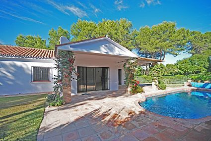 Chalet Bungalow  long term rental Sotogrande Spain property has been refurbished and modernised  available to let immediatelySe Alquila Chalet 3 dormitorios