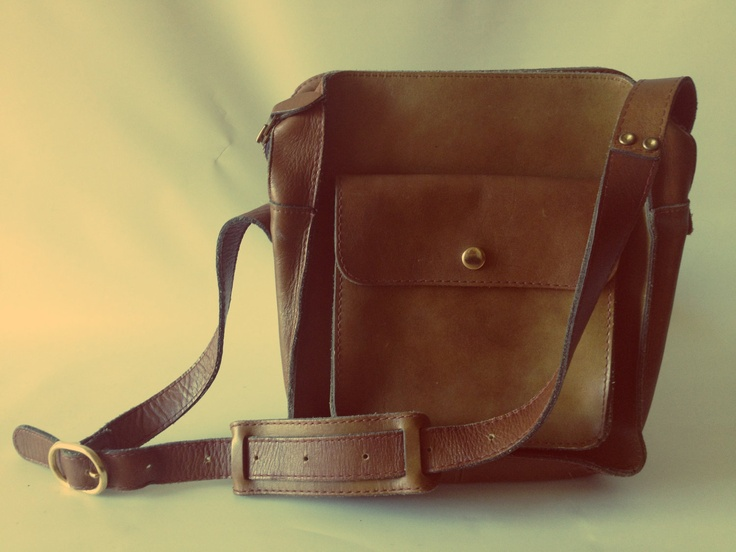 Vintage brown leather shoulder bag