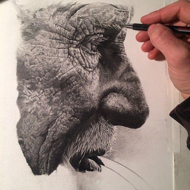 #36.5 Hier is nog eens mooi te zien hoe groot het eigenlijk is. Je zou kunnen zeggen dat het levensecht qua grootte is. Die hand is zelfs nog kleiner en hoe groter zo'n gezicht hoe meer details je erin kan verwerken. //The Art of Jake Weidmann