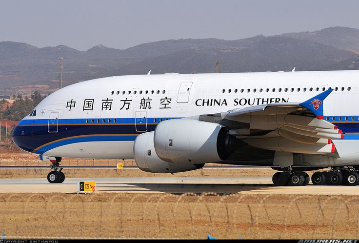 Airbus A380-841, China Southern Airlines, B-6138, cn 054, first flight 12.8.2011, China Southern delivered 28.2.2012. His last flight 6.5.2016 Beijing - Chengdu. Foto: Kunming, China,  1.3.2013.