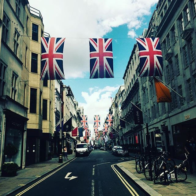 Bond Street London #bondstreet #newbondstreet #london #shopping #designer #designershops #famous #stores #shops #britishflag #british #centrallondon #expensive #luxury #luxe #luxurybrands #brands #england #street #luxurylife #city #travel #citytrip