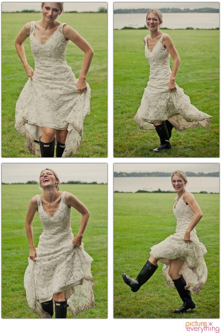 Bride in hunter boots (kristin-studio-com)