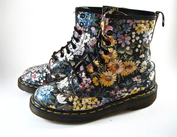 Doc Martens Floral 8-hole combat boots. 90s Vintage Dr.