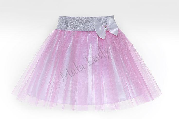 Balowa spódniczka wykonana z tiulu w kolorze różowymoraz podszewką atłasową. Dzięki użytej gumie brokatowej spódniczka ładnie dopasowuje się do ciała, nie uciska. Idealnie nadaje się na różne bale i ważne uroczystości. Spódniczka tiulowa dostępna w wielu kolorach.