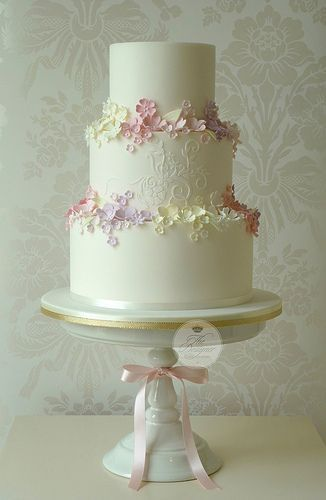 *Simply a pretty cake! Designer Unknown