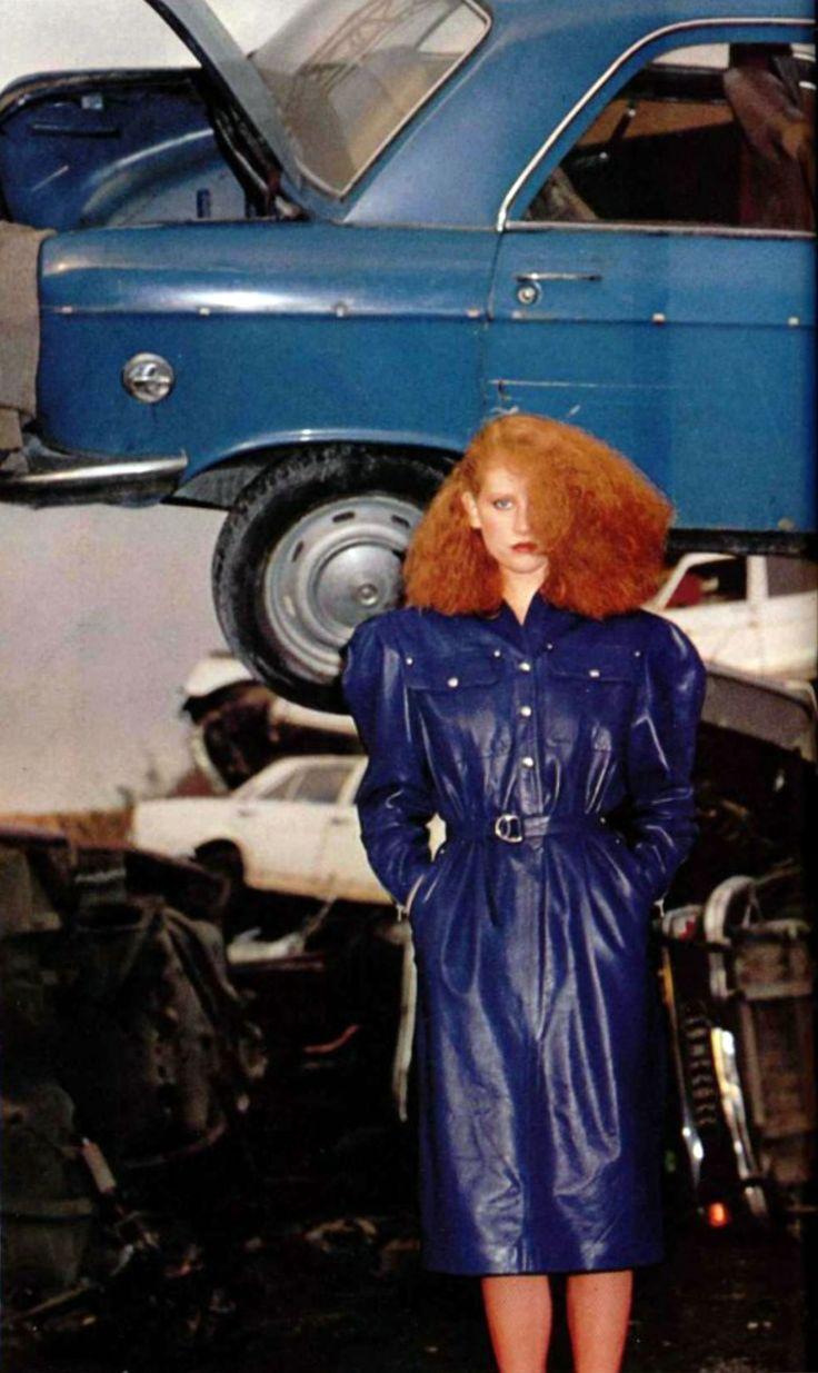 Claude Montana pour Idéal Cuir - L'officiel magazine 1979 vintage fashion style punk influences new wave late 70s early 80s blondie leather coat dress electric cobalt blue redhead model