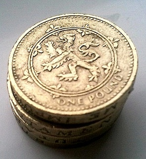 Scottish £1 coin with lion rampart.