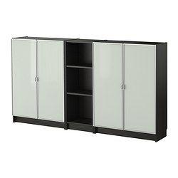 IKEA - BILLY / MORLIDEN, Boekenkast, zwartbruin, , Met ondiepe kasten kunnen ook minder brede wandoppervlakken effectief worden gebruikt.Verstelbare planken; naar behoefte aan te passen.Een enkele eenheid kan voldoende opbergruimte bieden voor een beperkte ruimte of de basis vormen voor een grotere opberger als je behoeftes veranderen.Oppervlak van het natuurmateriaal fineer.Geef de deur eventueel een persoonlijk tintje door foto's, stof o.i.d. tussen het glas en het paneel te ...