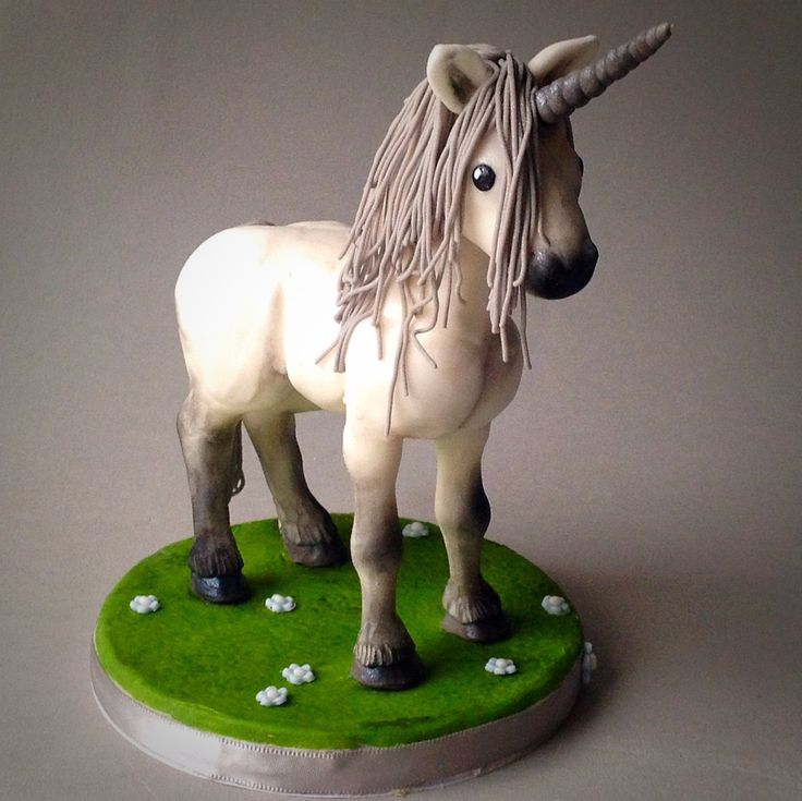 Bespoke 3D Edible Fantasy Unicorn or Horse Cake Topper.  Sugarpaste / Fondant. Personalised to your specifications. Free UK Shipping (45.00 GBP) by BindweedBakery