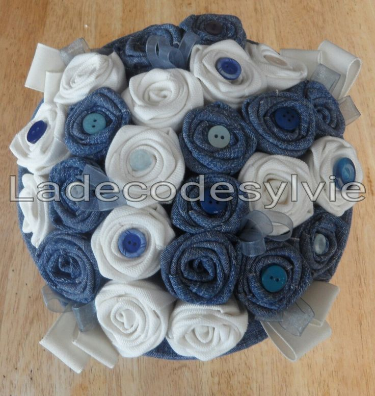 Bouquet de Mariée en Jean et tissu Blanc http://Ladecodesylvie.fr #mariage #wedding #bleu #blanc #mariage #bouquet #mariée #fleurs #flowers