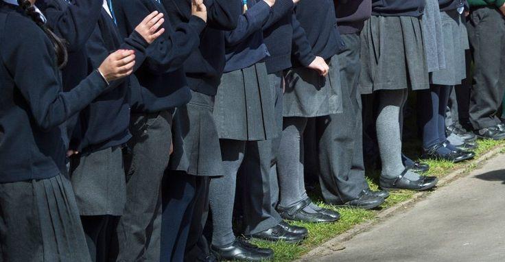 Dutzende Schulen in Großbritannien haben ihre Uniform-Regeln geändert: Mädchen können nun Jungenkleidung tragen - und andersherum. Egal welchem Geschlecht sie sich zugehörig fühlen.