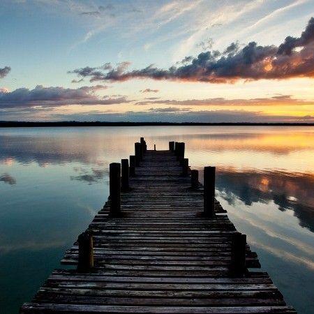 De lianes en liens. Voyage au Belize et Guatemala en couple. Il y a des lieux où l'amour s'exprime plus facilement qu'ailleurs. Des paysages qui éveillent les sens, donnent le frisson et des sensations qui n'ont de sens qu'à deux. Nous vous invitons au rêve sur les eaux du lac Petén Itzà, à l'insolite avec les mayas dans la jungle guatémaltèque, au plaisir sous le soleil de Belize.