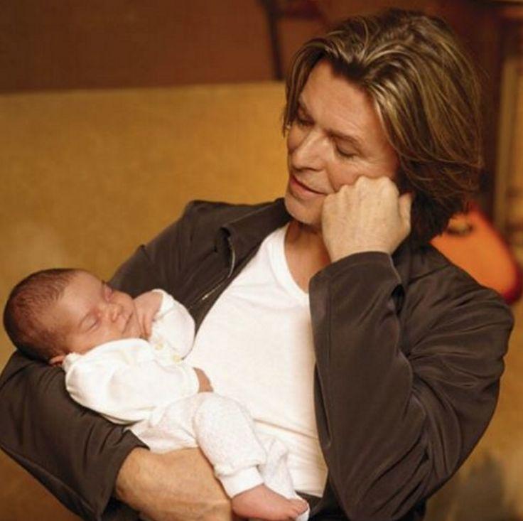 Iman insistía en aclarar que su vida, más allá de lo que se exponía en los medios, era muy normal. Ella preparaba la cena todos los días en su casa, mientras Bowie llevaba a su hija a las clases de baile y luego tocaban música juntos, disfrutando mucho de la vida casera y de la cotidianeidad de una familia normal.