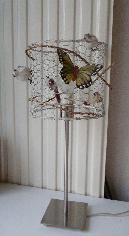 Lampenkap van kippengaas, met takjes, vlinders en vogeltjes