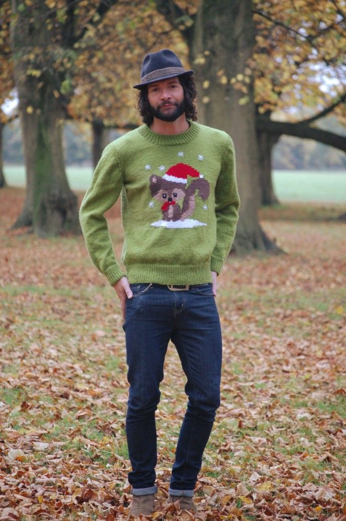 Squirrel Christmas Jumper Knitting Pattern - Free pattern! #knitting #christmas #jumper