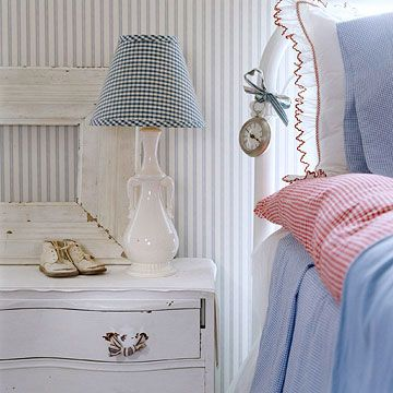 Hmm - didn't think I'd go for gingham in the bedroom, but this is cute...