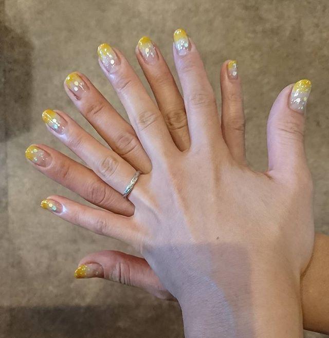短い爪増えた  #爪 #ネイル #💅 #nail #ジェルネイル #セルフネイル #ラウンド #ショートネイル #グラデーション #グラ #ベージュ #ベージュカラー #からの #黄色 #イエロー #イエローカラー #2色グラデーション #グラデーションネイル