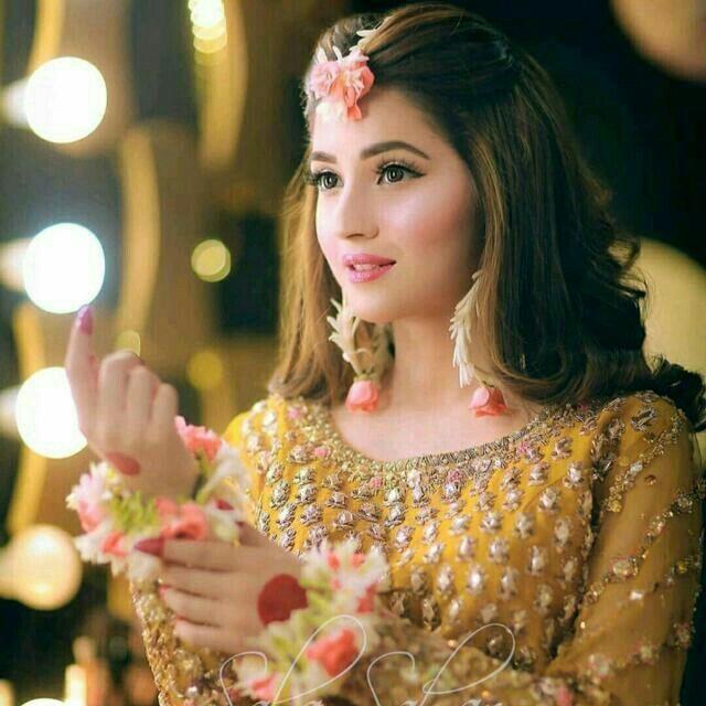 Pin By Mino On Mehndi Brides In 2020 Pakistani Bridal Makeup Bridal Mehndi Dresses Pakistani Bridal Hairstyles