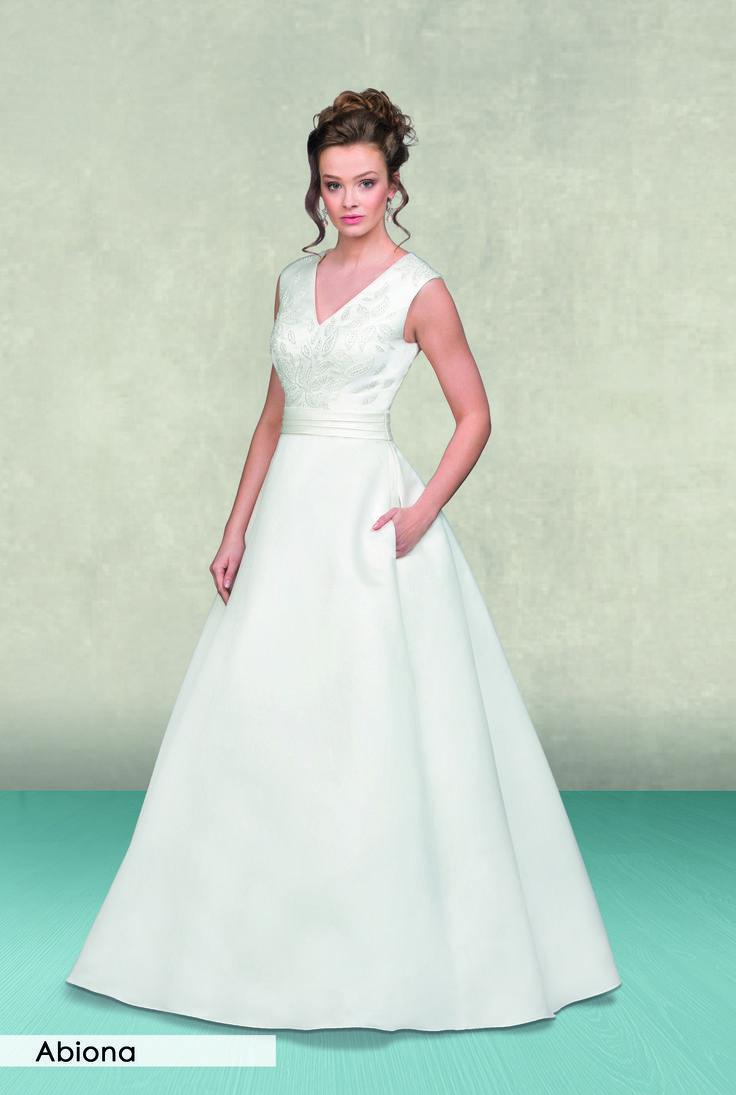 Schlichte klassische A-Linie aus der Kollektion 2018 von Lohrengel. #wedding #bride #hochzeitskleid #hochzeit2018 #braut #A-Linie #lohrengel #schlicht #satin